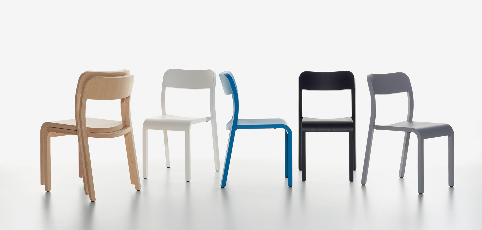 Plank - BLOCCO chair in the colors ash natural, white, blue, black, grey.