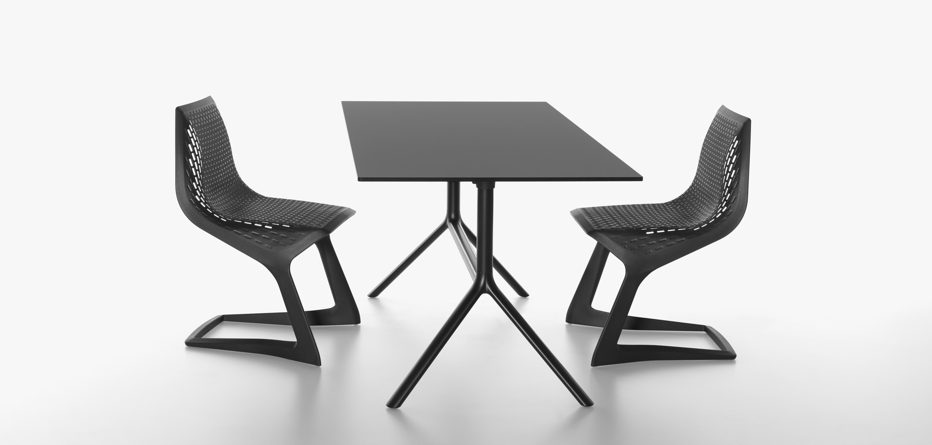 Plank - MYTO chair, black. MIURA table, black.